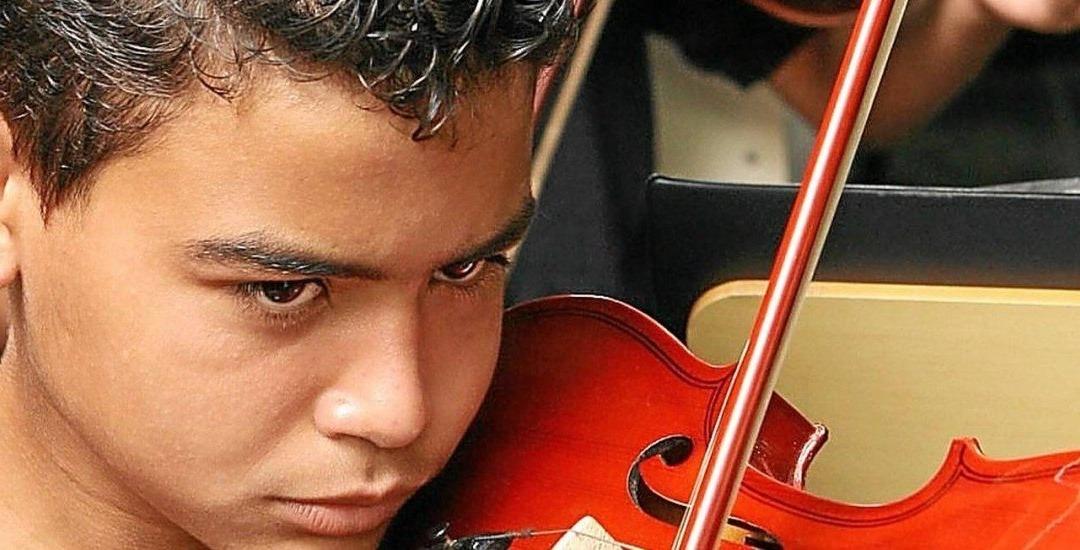 Crianças que têm aulas de música ampliam funções cognitivas para sempre.